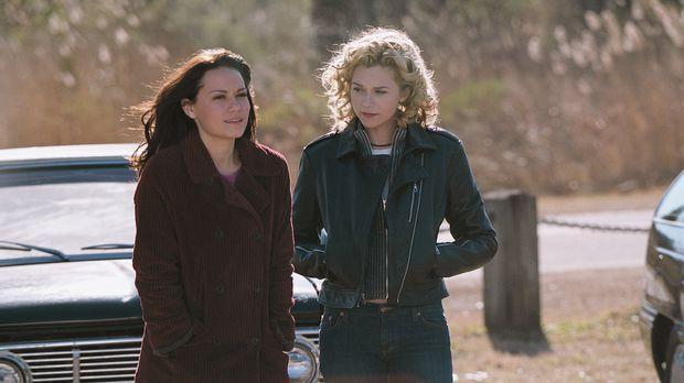 Machen sich große Sorgen um Lucas: Haley (Bethany Joy Lenz, l.) und Peyton (H...