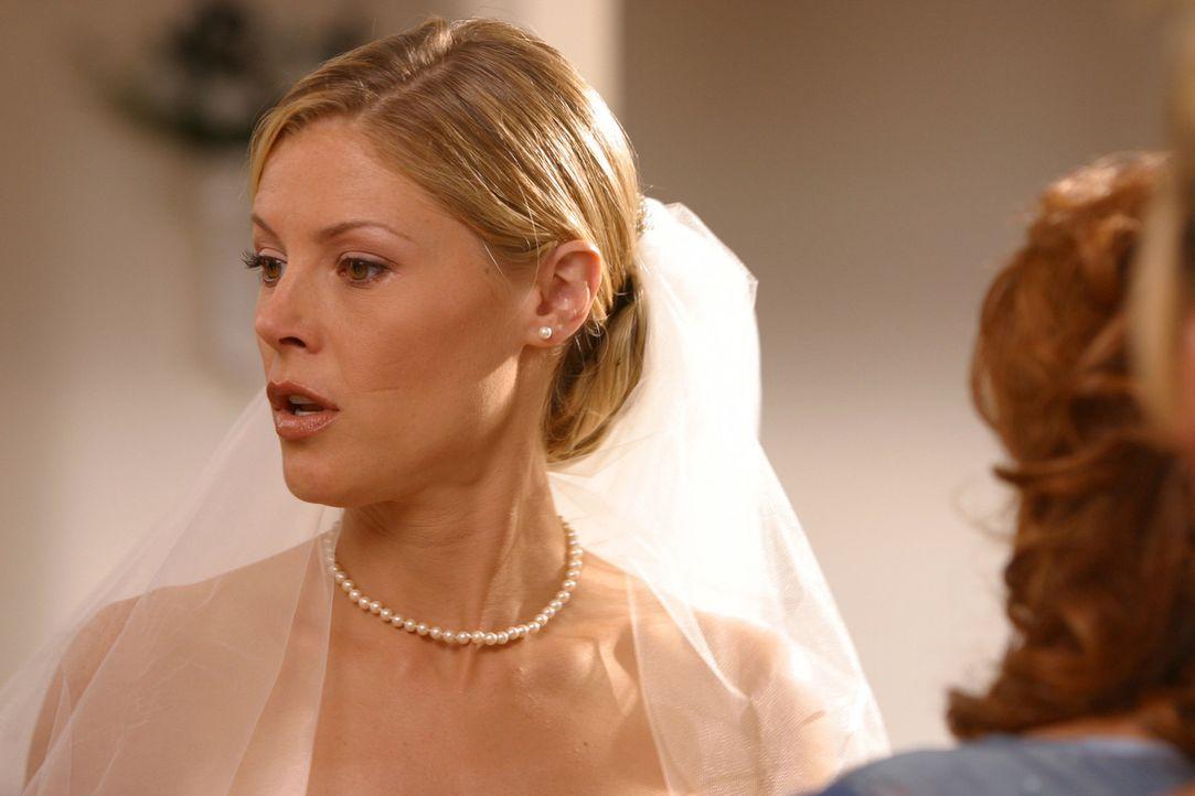 Eigentlich sollte es der schönste Tag ihres Lebens sein, doch für Carol (Julie Bowen, l.) endet alles im Chaos ... - Bildquelle: Paramount