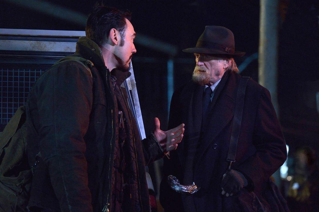 Nachdem Vasiliy Fet (Kevin Durand, l.) und Abraham (David Bradley, r.) erkannt haben, welchen Einfluss UV Strahlen auf die Vampire haben, wollen sie... - Bildquelle: 2014 Fox and its related entities. All rights reserved.