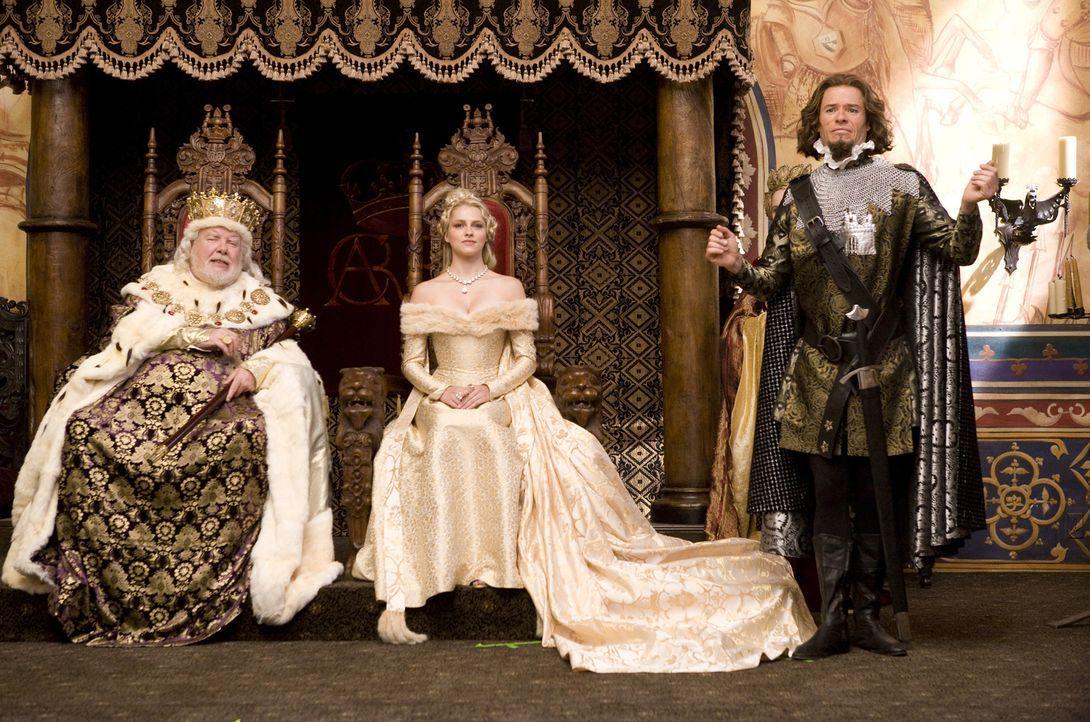 Der einfach Ritter Skeeter versucht mit allen Mitteln das Herz der Prinzessin Violet (Teresa Palmer, M.) zu gewinnen. Doch zuerst muss er an König B... - Bildquelle: Disney
