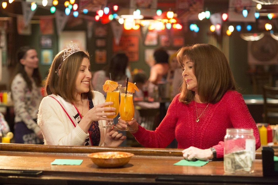 Sue (Eden Sher, l.); Frankie (Patricia Heaton, r.) - Bildquelle: Michael Ansell 2017 American Broadcasting Companies, Inc. All rights reserved./Michael Ansell