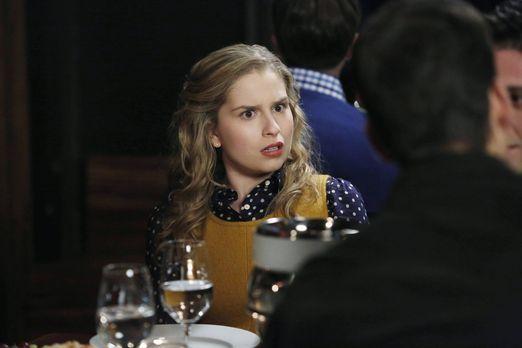 Suburgatory - Lisa (Allie Grant) sucht verzweifelt einen Freund. Tessa, ihre...