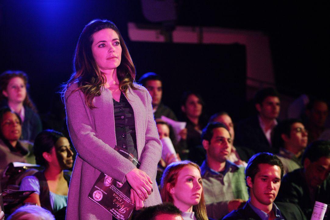 Weiß Brook Dennis (Amelia Heinle, vorne l.) mehr über den Mord an Miles? - Bildquelle: ABC Studios