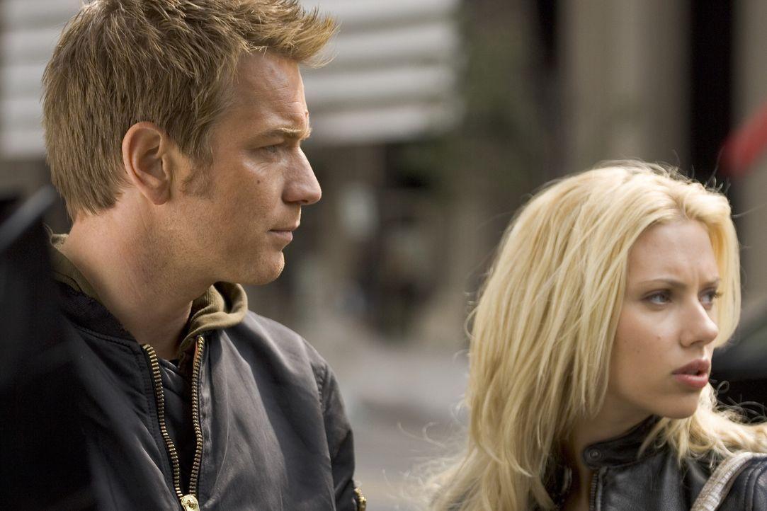 Auf der Flucht: Lincoln (Ewan McGregor, l.) und Jordan (Scarlett Johansson, r.) ... - Bildquelle: Warner Bros. Television