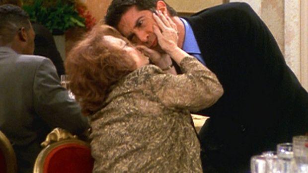 Ross (David Schwimmer, r.) kann es nicht leiden, dass seine Tante Millie (Dar...