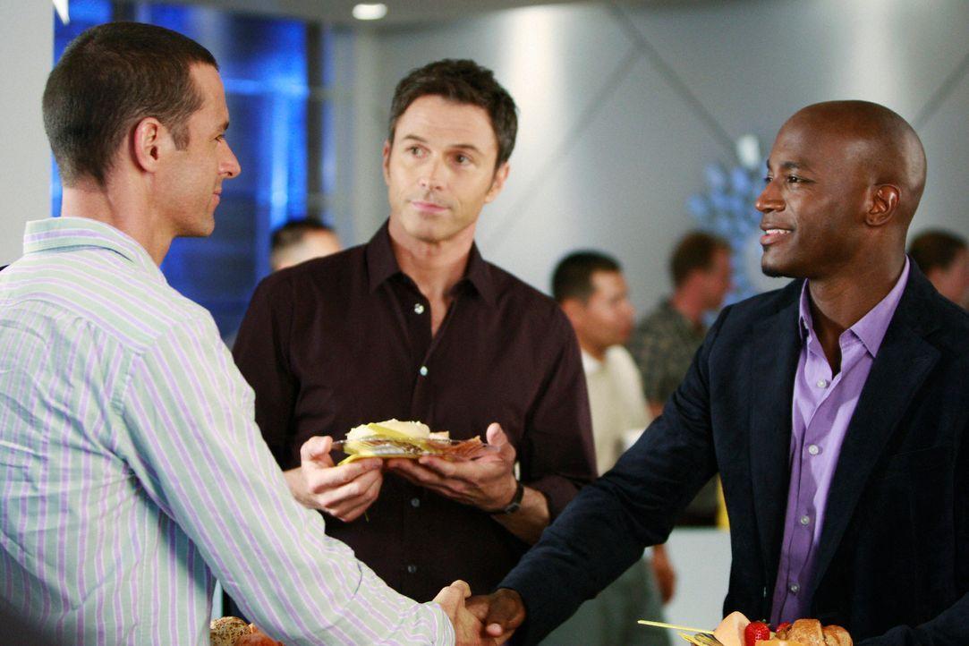 """Als das """"Pacific Wellcare"""", Charlottes Konkurrenzpraxis, eröffnet, machen sich Sam (Taye Diggs, r.) und Pete (Tim Daly, M.) daran, einen ihrer Patie... - Bildquelle: ABC Studios"""