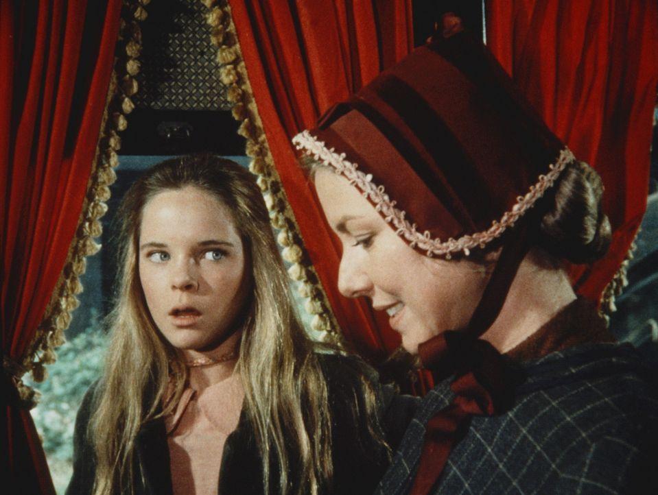 Caroline (Karen Grassle, r.) gelingt es nicht, Mary (Melissa Sue Anderson) darüber hinwegzutrösten, dass sie bei dem Wettbewerb nur Zweite wurde. - Bildquelle: Worldvision