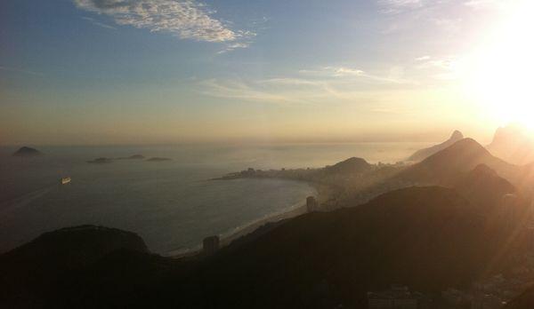 Ausblick vom Zuckerhut auf die Copacabana Bucht - Bildquelle: kabel eins