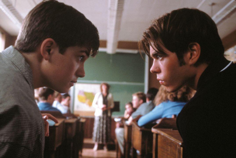 Schon immer hat Handsome Davis (Trevor Fehrman, l.) die Schule gehasst. Mit Victor (Matthew Lawrence, r.), der prinzipiell alles und jeden hasst, or... - Bildquelle: New Line Cinema