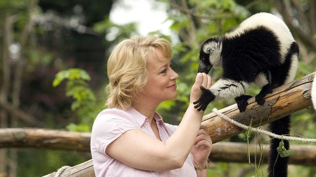 Sonja (Floriane Daniel) hängt mit ganzer Seele an den Tieren ihres Zoos. © Th...