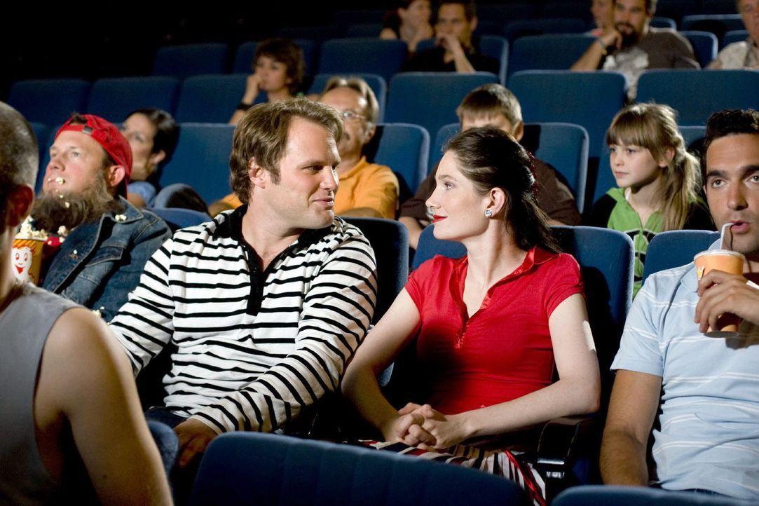 Im Kino ist der richtige Platz das A und O für den perfekten Filmgenuss. Der Vordermann darf nicht zu groß, der Nebenmann nicht zu laut und der Hint... - Bildquelle: Guido Engels Sat.1
