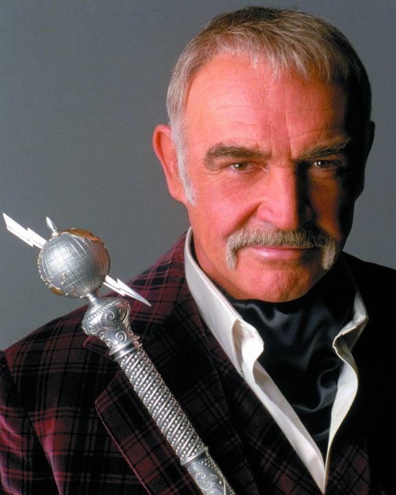 Der gerissene Sir August De Wynter (Sean Connery) strebt nicht weniger als die Weltherrschaft an ... - Bildquelle: Warner Brothers International Television Distribution Inc.