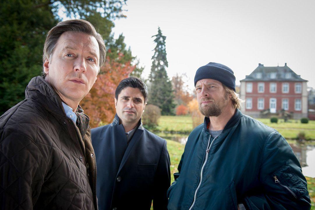 Als ein Freier in einem Bordell ermordet wird, werden Mick (Henning Baum, r.) und Andreas (Maximilian Grill, M.) mit dem Fall vertraut gemacht. Bei... - Bildquelle: Martin Rottenkolber SAT.1
