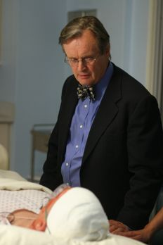 Navy CIS - Ducky (David McCallum, r.) besucht Gibbs (Mark Harmon, l.) im Kran...