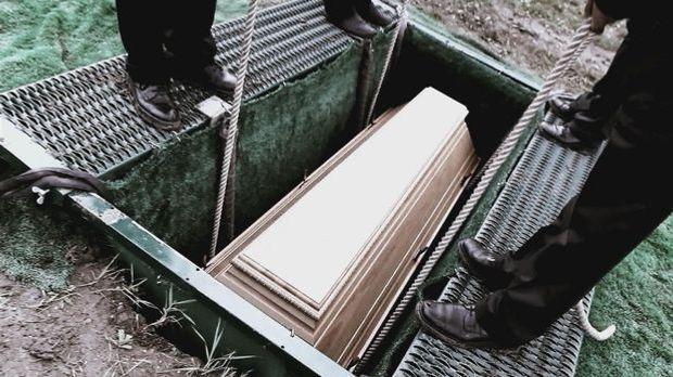 100 Sekunden: Lebendig für tot erklärt