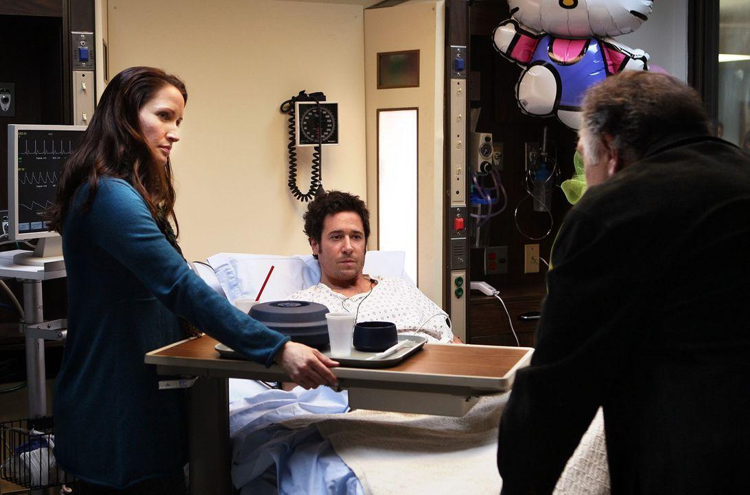 Nach und nach geht es Don (Rob Morrow, M.) wieder etwas besser und er kann Besuch von Robin (Michele Nolden, l.) und Alan (Judd Hirsch, r.) empfange... - Bildquelle: Paramount Network Television