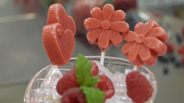 Enie zaubert ein fruchtiges Eis am Stiel