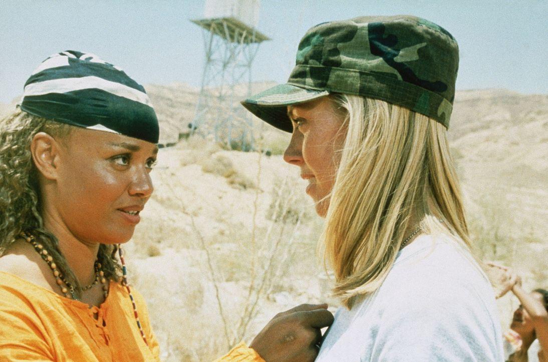 Als ein Erdbeben der Stärke 9,5 Kalifornien vom Festland wegbrechen lässt, beginnt für Rainbow (Brook Susan Parker, l.) und Sarah (Sherri Alexand... - Bildquelle: Artisan Entertainment