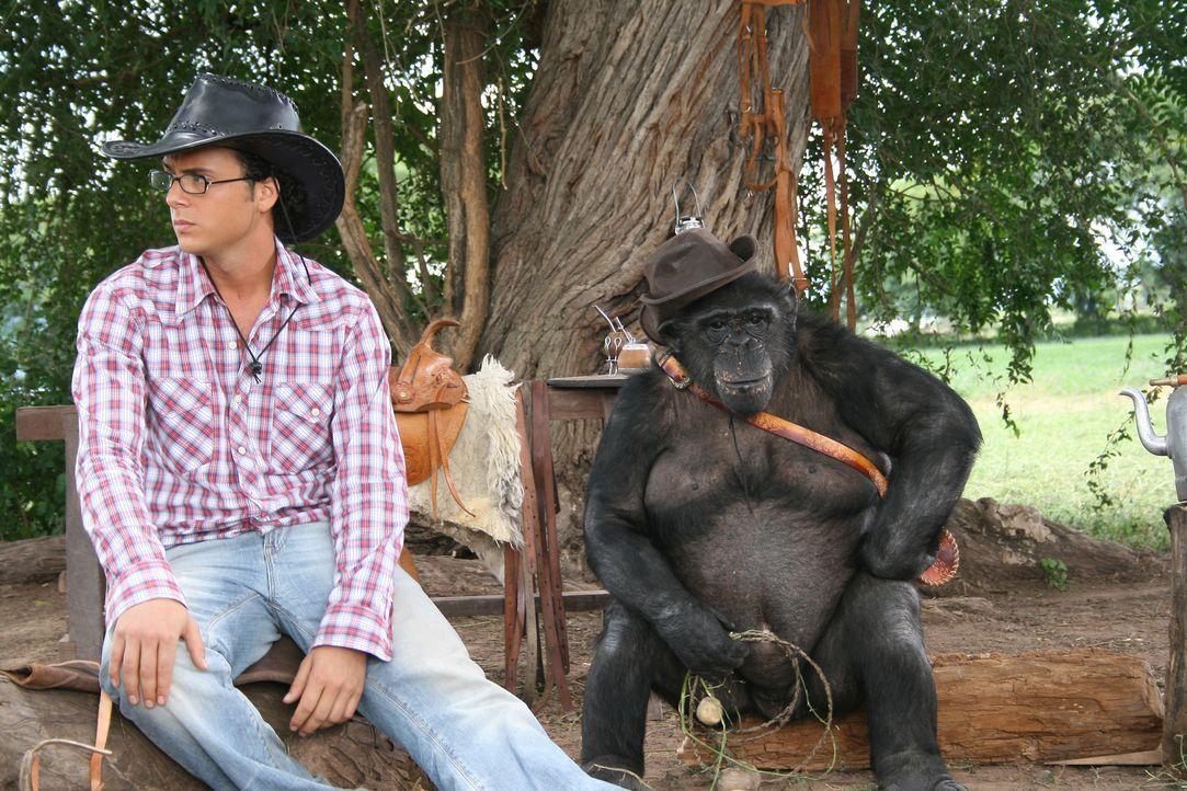 Zooranger Moes (Jon Karthaus) hat ein Problem mit einem Affen ...