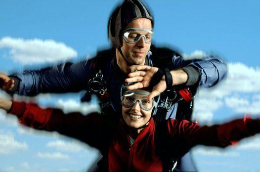 Victor - Der Schutzengel - Victor Petri (Jochen Horst, oben) und seine Frau L...
