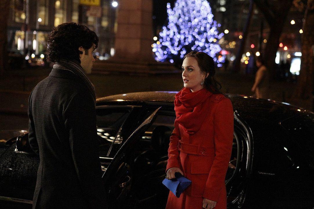 Da gerade Valentins-Tag ist, beschließt Blair (Leighton Meester, r.), Dan (Penn Badgley, l.) und Serena wieder zusammenzubringen. Doch dabei geht ei... - Bildquelle: Warner Bros. Television