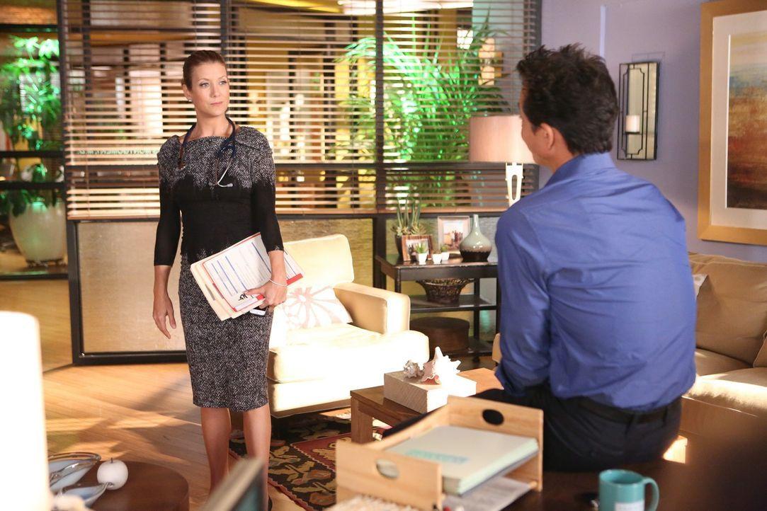 Addison (Kate Walsh, l.) leidet sehr am Tod von Mark Sloan. Und da sie Jake (Benjamin Bratt, r.) bisher nichts von ihrem Verhältnis zu ihm erzählt... - Bildquelle: ABC Studios