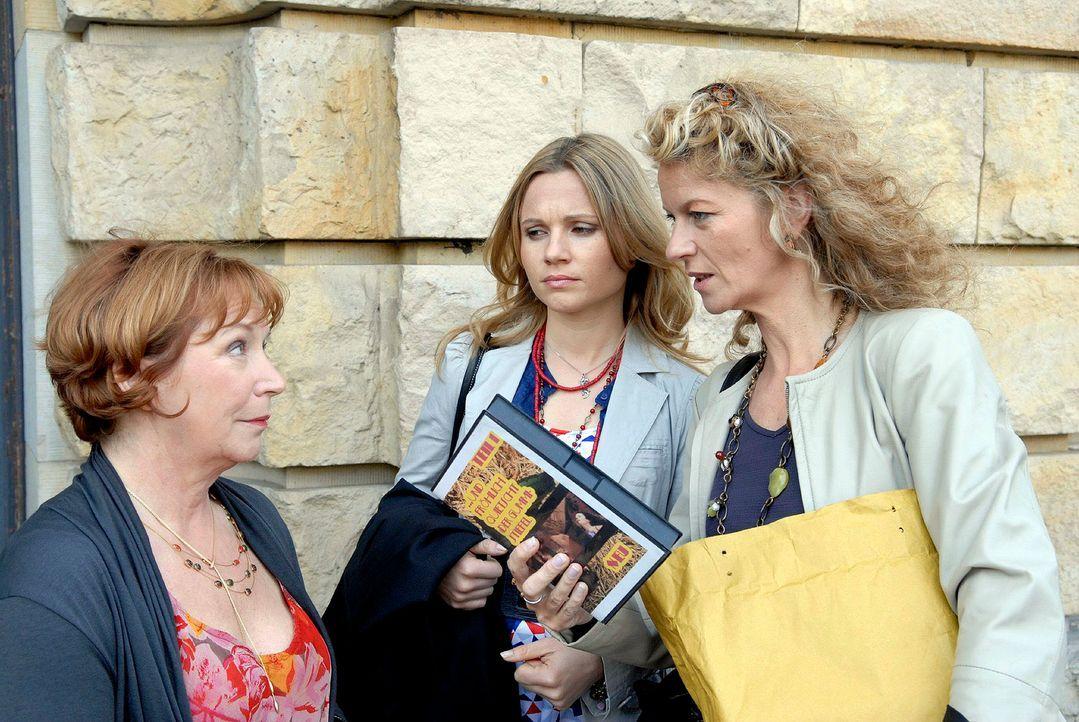 Barbara Böll (Anuk Ens, r.), Sophie (Daniela Preuß, M.) und ihre Mandantin Frau Ziegenbalk (Brigitte Böttrich, l.) hoffen ein Dreh gefunden zu haben... - Bildquelle: Christoph Assmann Sat.1