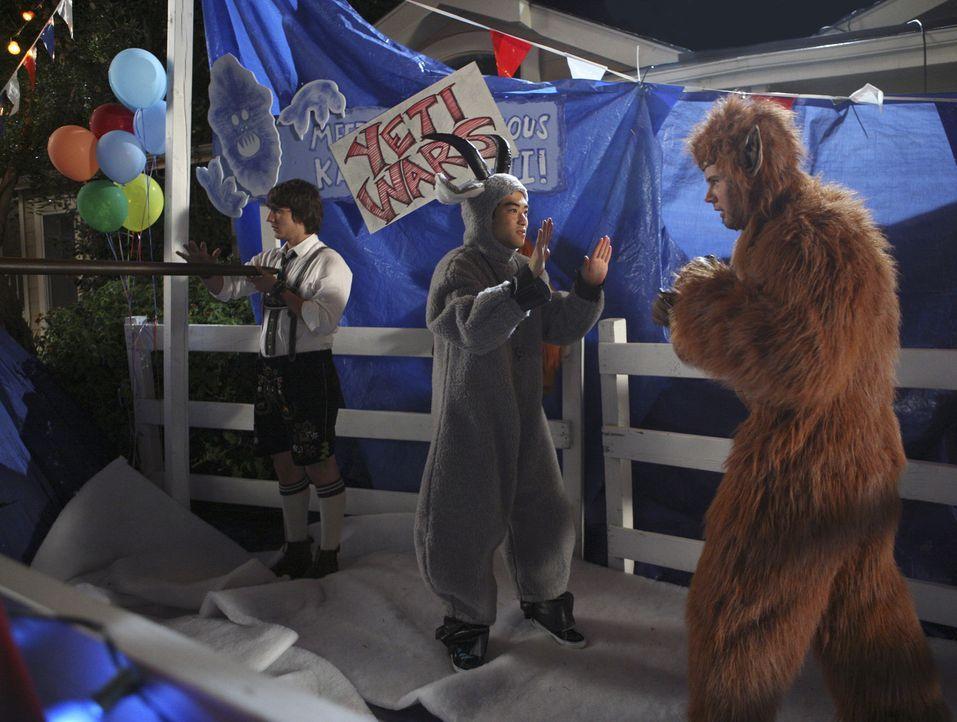 Der Jahrmarkt ist im vollen Gange: Cappie (Scott Michael Foster, l.), Wade (Derek Mio, M.) und the Beaver (Aaron Hill, r.) ... - Bildquelle: ABC Family