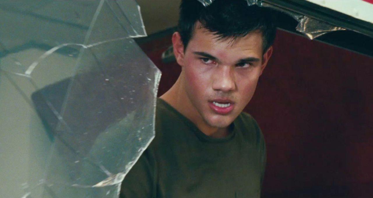 Nathan Harper (Taylor Lautner) muss entdecken, dass sein bisheriges Leben eine Lüge war, das ihm jetzt etliche wild entschlossene Killer auf den Ha... - Bildquelle: 2011, Vertigo Entertainment, Gotham Group, Tailor Made, Quick Six Entertainment, Lionsgate Films Inc.