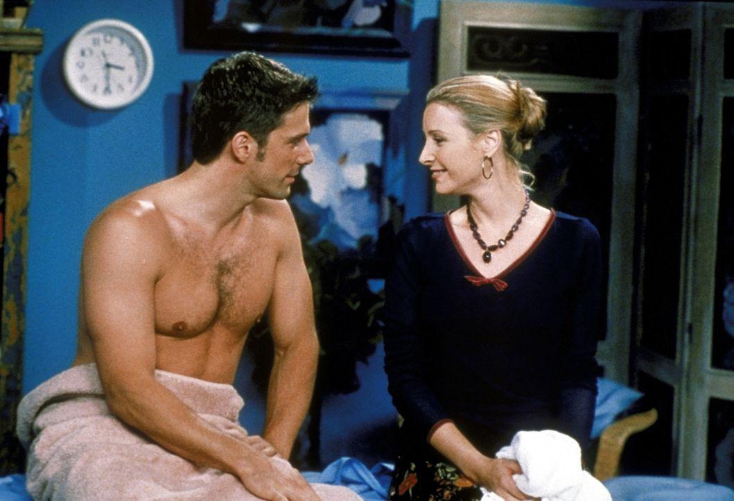 Für Phoebe (Lisa Kudrow, r.) endet eine Massagesitzung sehr ungewöhnlich ... - Bildquelle: TM+  2000 WARNER BROS.