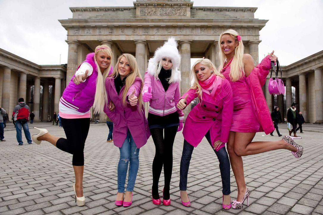 """Barbie - für viele junge Frauen ist sie ein Schönheits-Ideal. Bei """"taff"""" liefern sich fünf lebendige """"Barbies"""" einen Wettkampf: Welche kommt dem... - Bildquelle: Claudius Pflug ProSieben"""