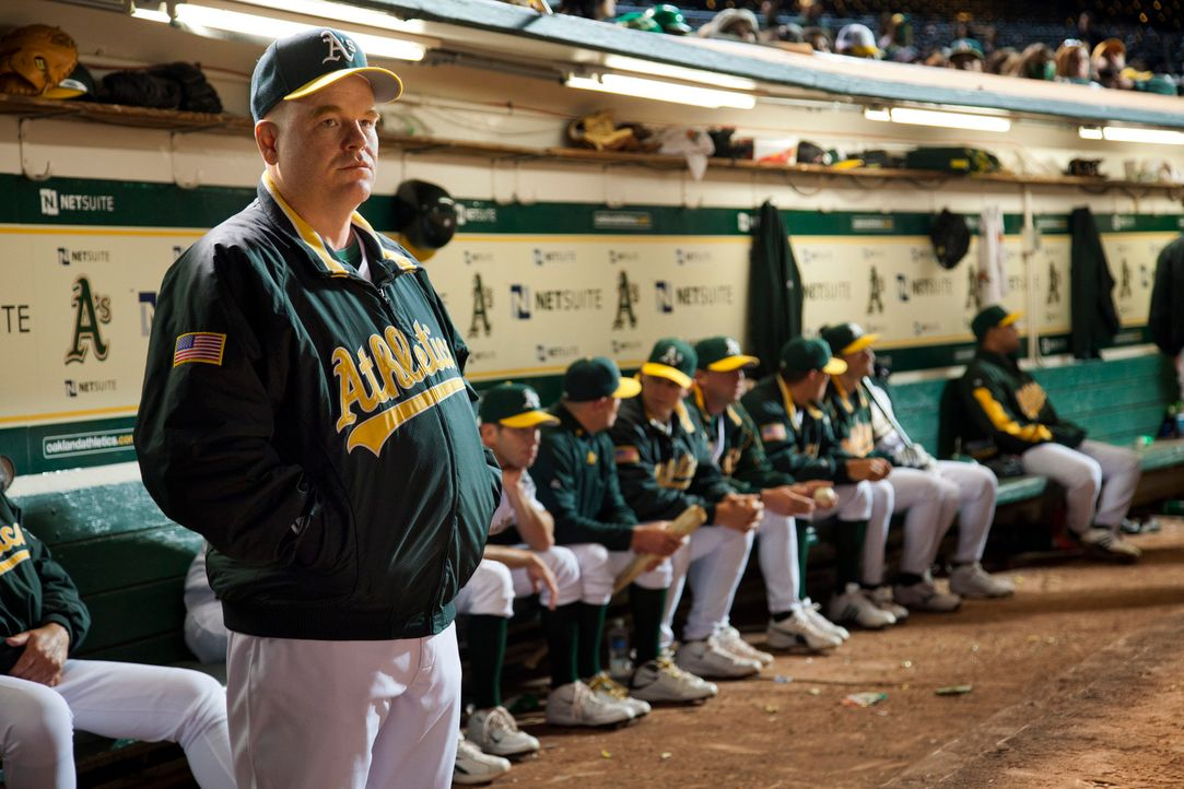 Field Manager (Philip Seymour Hoffman) weigert sich beharrlich, mit Billy Beane und seinen Neueinkäufen zu kooperieren, bis ihm der Manager scheinba... - Bildquelle: 2011 Columbia TriStar Marketing Group, Inc.  All rights reserved.