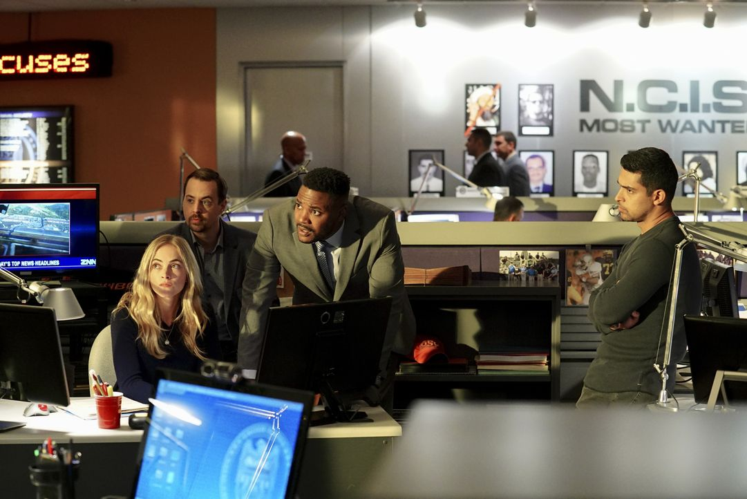 Während der Investigation einer Entführung entdeckt das NCIS Team (v.l.n.r.: Emily Wickersham, Sean Murray, Duane Henry, Wilmer Valderrama), dass di... - Bildquelle: Monty Brinton 2017 CBS Broadcasting, Inc. All Rights Reserved.