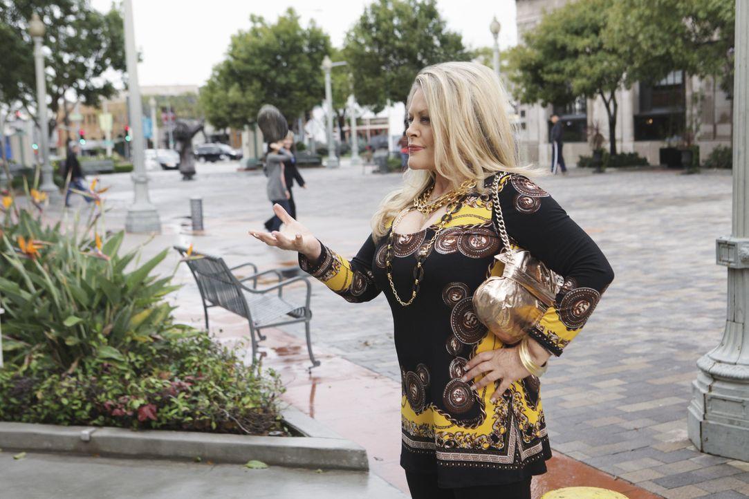 Die Powerblondine Sheila (Beverly D'Angelo) will sich ihre Tochter zurück erkämpfen - doch hat sie überhaupt eine Chance gegen Jules? - Bildquelle: 2009 ABC INC.