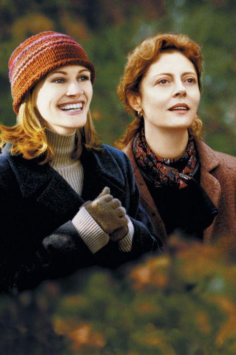 Lieber spät als nie: Die beiden Rivalinnen Isabel (Julia Roberts, l.) und Jackie (Susan Sarandon, r.) haben sich angefreundet ... - Bildquelle: Columbia Pictures