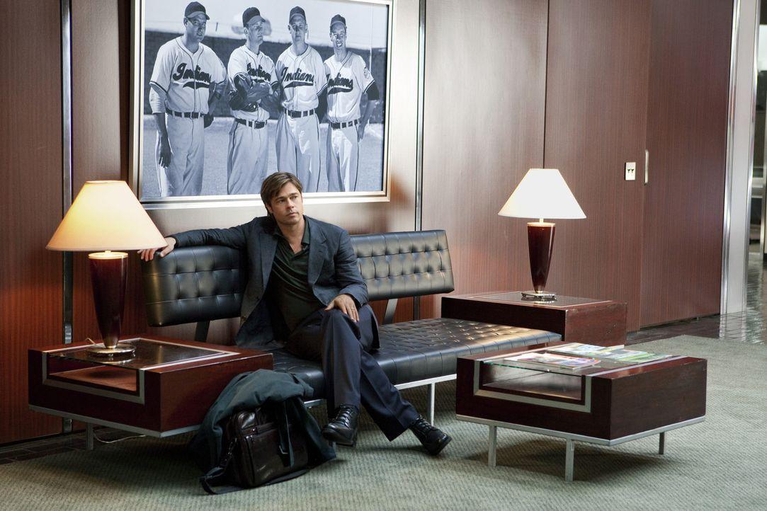 Als der ehrgeizige Teammanager Billy Beane (Brad Pitt) vergeblich versucht, an mehr Gelder für Neueinkäufe zu kommen, besetzt er das Baseballteam mi... - Bildquelle: 2011 Columbia TriStar Marketing Group, Inc.  All rights reserved.