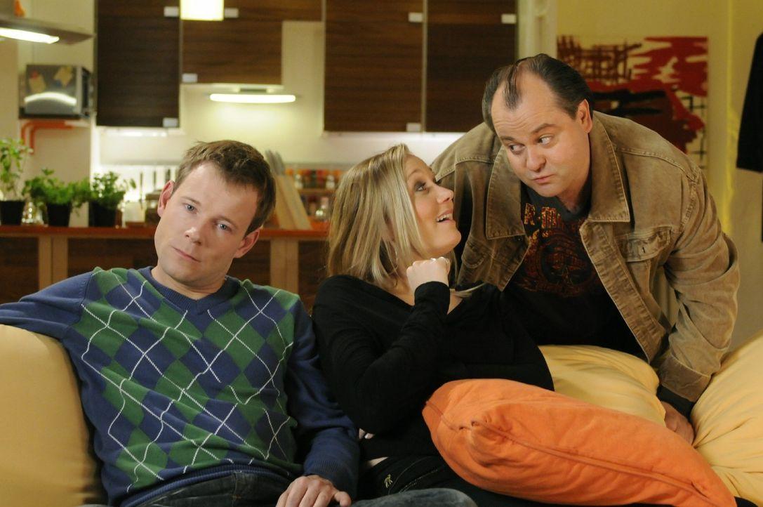 Mathias (Mathias Schlung, l.), Janine (Janine Kunze, M.) und Markus (Markus Majowski, r.) leben gemeinsam in Deutschlands beliebtester Comedy WG ... - Bildquelle: Sat.1
