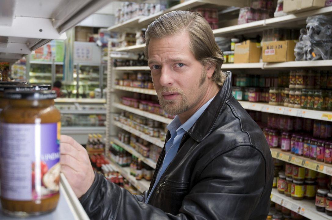 Als ein Mord in einem Beauty-Hotel geschieht, lernt Mick (Henning Baum) die schöne Wellnesswelt kennen. Er kann nicht fassen, dass es heutzutage tat... - Bildquelle: Martin Rottenkolber SAT.1