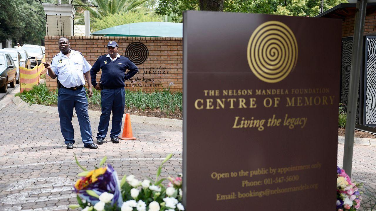 Beerdigung-Nelson-Mandela-13-12-10-05-AFP - Bildquelle: AFP