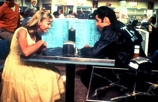 Grease - In den Sommerferien lernen sich die süße Sandy (Olivia Newton-John,...