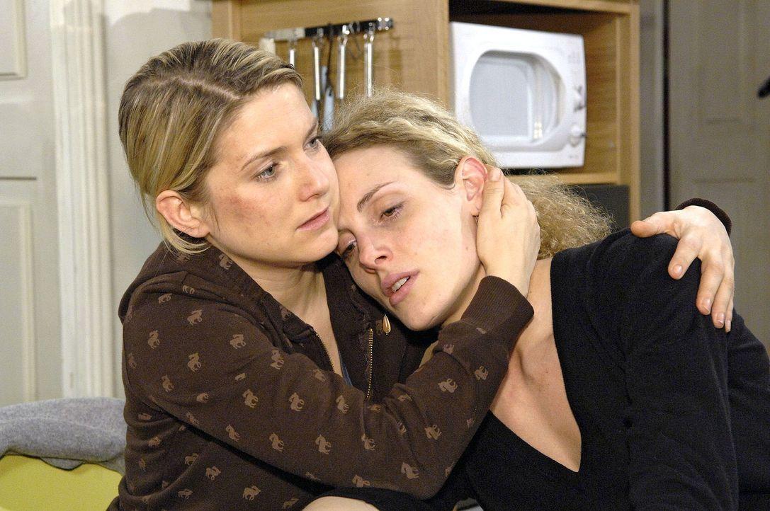 Anna (Jeanette Biedermann, l.) versucht Maja (Barbara Lanz, r.), so gut sie kann, zur Seite zu stehen ... - Bildquelle: Claudius Pflug Sat.1