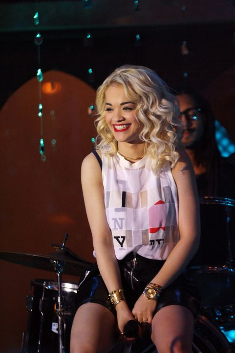 Rita Ora (Rita Ora) heizt dem Publikum kräftig ein ... - Bildquelle: 2012 The CW Network. All Rights Reserved.