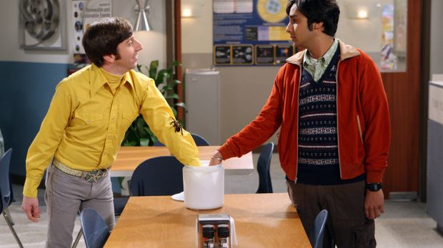 Howard (Simon Helberg, l.) und Raj (Kunal Nayyar, r.) haben Streit - sie sind...