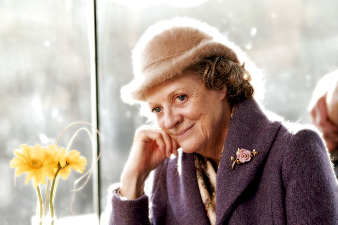 Stille Wasser gründen tief: Die neue Haushälterin Grace Hawkins (Maggie Smith) scheint die Probleme von Familie Goodfellow in den Griff zu bekomme... - Bildquelle: Constantin Film
