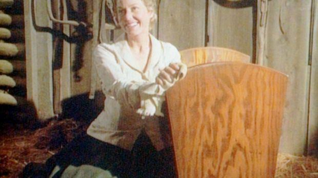 Für den baldigen Nachwuchs holt Caroline (Karen Grassle) die alte Wiege vom D...