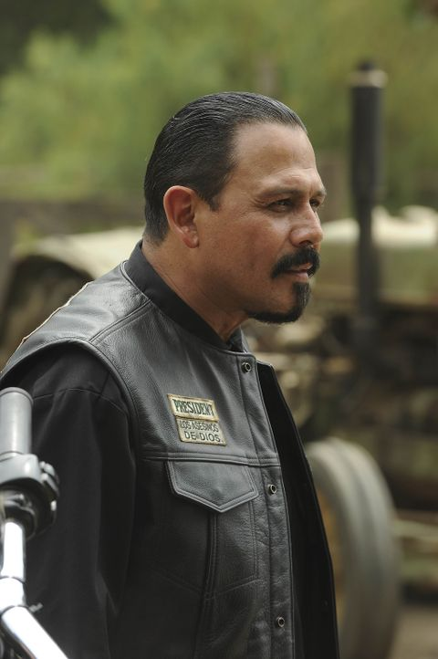 So leicht lässt sich Alvarez (Emilio Rivera) nicht über den Tisch ziehen ... - Bildquelle: 2011 Twentieth Century Fox Film Corporation and Bluebush Productions, LLC. All rights reserved.