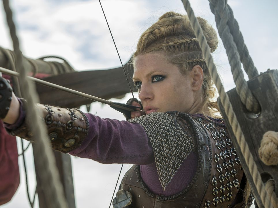 Der Kampf um Paris nimmt neue Formen an, während beide Seiten herbe Verluste hinnehmen müssen. Lagertha (Katheryn Winnick) und Bjorn kämpfen unersch... - Bildquelle: 2016 TM PRODUCTIONS LIMITED / T5 VIKINGS III PRODUCTIONS INC. ALL RIGHTS RESERVED.