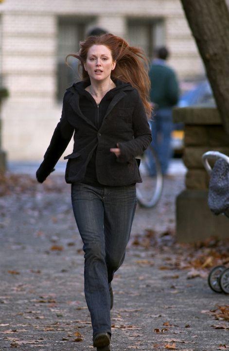 Niemand erinnert sich an ihren Sohn! Sogar Tellys (Julianne Moore) beste Freundin, die früher oft Sams Babysitterin war, weiß nicht, wer dieser Sam... - Bildquelle: Columbia Pictures