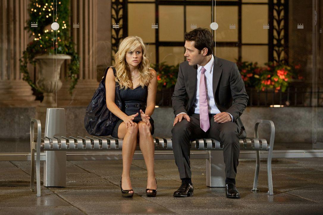 Liebe mit Hindernissen: Lisa (Reese Witherspoon, l.) muss sich zwischen dem selbstverliebten Frauenhelden Matty und dem seriösen Geschäftsmann Georg... - Bildquelle: 2010 Columbia Pictures Industries, Inc. All Rights Reserved.