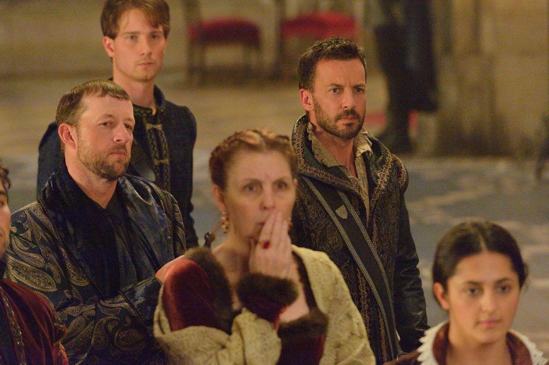 Hat er doch ein Gewissen? Narcisse (Craig Parker) fühlt sich für den Überfall der Protestanten auf das Schloss verantwortlich ... - Bildquelle: Ben Mark Holzberg 2014 The CW Network, LLC. All rights reserved.